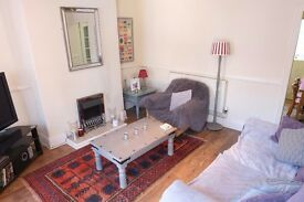 Available to rent Jan 2017 - Lovely well-kept 2-bed house in HU5