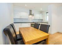 3 bedroom flat in Richmond Road, Hackney, E8