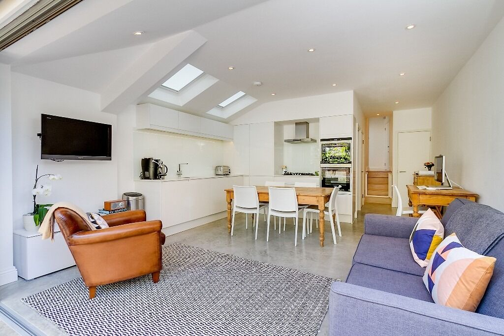 Crabtree Lane - Stunning two double bedroom ground floor period conversion flat