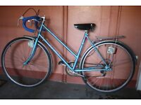 Ladies Raleigh Sunsolo Sun Solo Blue Bike. Great condition. Five gears.
