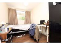 CHEAP double room in ISLAND GARDEN/ GREENWHICH !! ALL bills included & FREE CLEANING SERVICE !!