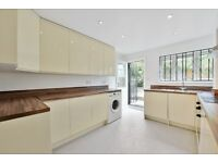 **NEWLY REFURBISHED** FIVE DOUBLE BEDROOM, TWO BATHROOM PROPERTY WITH GARDEN AVAILABLE IN PECKHAM!!