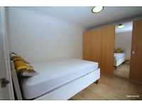 1 Bedroom Flat located Minutes from Bow Road. No DSS,Parking, 07825214488