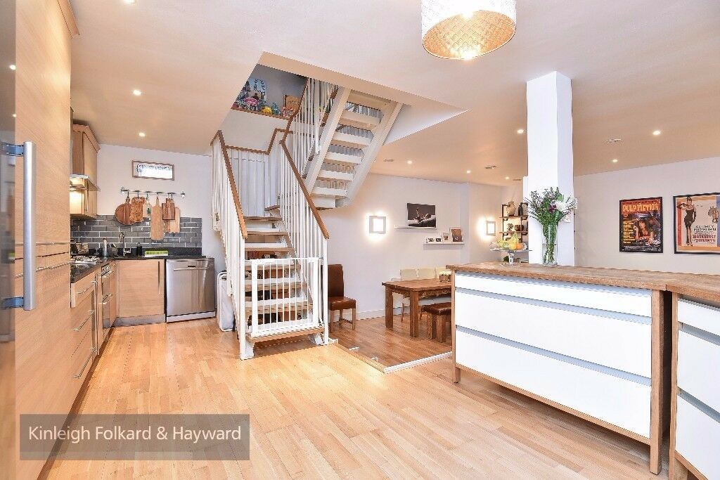 A stunning three double bedroom, two bathroom modern apartment on Queens Avenue over two floors