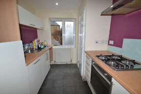 FANTASTIC 2 BED 2 BATH FLAT IN POPLAR ONLY ***£1350*** part dss welcome