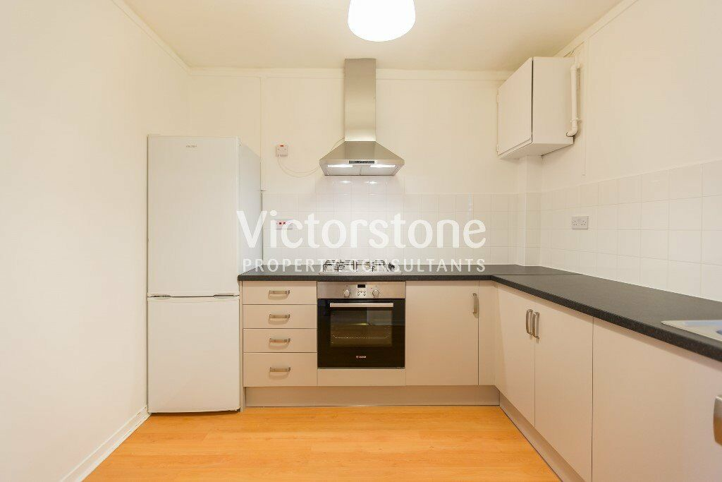 BEAUTIFUL, MODERN, TWO/THREE BEDROOM PROPERTY LOCATED IN KINGS CROSS- AMAZING PRICE, AVAILABLE NOW!!