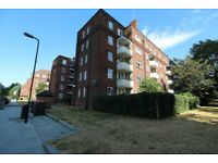 3 Bedroom Flat to Let in Woodberry Down Estate, N4