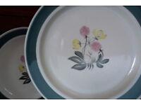 Three Susie Cooper dinner plates 'Meadow Sweet'