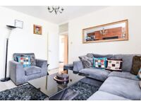 A wonderful three bedroom flat in a purpose built block off Wandsworth Road. SW8