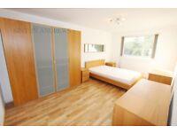 2 bedroom flat in Elgin Court, Montpelier Road, Ealing, W5