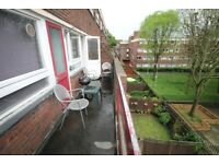 Large 964 Sq Ft split level four bedroom apartment with private balcony in Islington N1