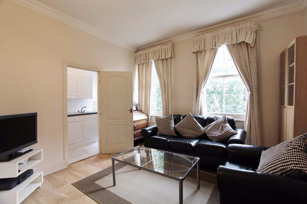 Long/short let. Modern and bright 2 bedroom flat with internet.Close to Earl's Court Underground St