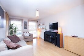 Glorious 2 Bedroom Flat With Balcony Minutes to Angel, Upper Street, Easy Access to Old Street