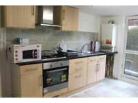 Perfect double room available now! No fees if you move today