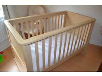 MAMAS AND PAPAS HORIZON COT BED WITH OVER THE COT TOP CHANGER INCLUDING MATTRESS