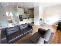 EN8 LARGE 1 bed flat TO LET. AVAIL TODAY professional or family, private parking, nearby schools