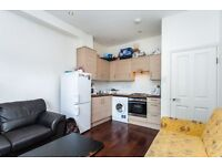 STYLISH TWO BED FLAT MINUTES TO WOOD GREEN STATION & SHOPPING CENTRE