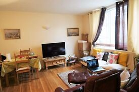 Spacious 2 bedroom split level apartment with extra room as a study moments from Victoria Station