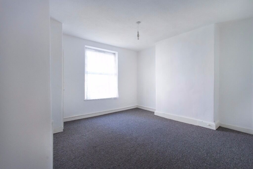 Deptford Church Street - Lovely two bedroom flat available in May