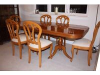 Extending Cherry Veneer Dining Table and 6 Matching Chairs in excellent condition