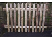WOODEN PICKET FENCE PANELS