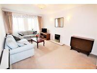 1 bedroom house in Bampton Court, Blakesley Avenue, Ealing, W5