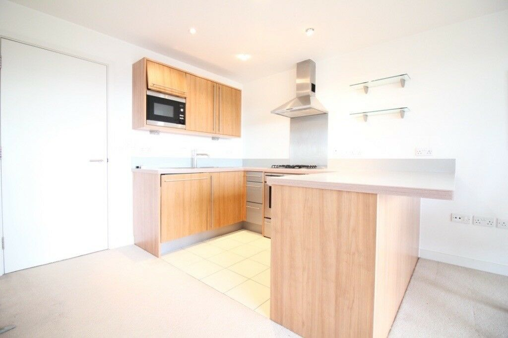 STUNNING HUGE TWO BEDROOM & TWO BATHROOM FLAT WITH PARKING IN EDEN GROVE- HOLLOWAY LONDON HIGHGATE