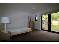 Large single room with garden access
