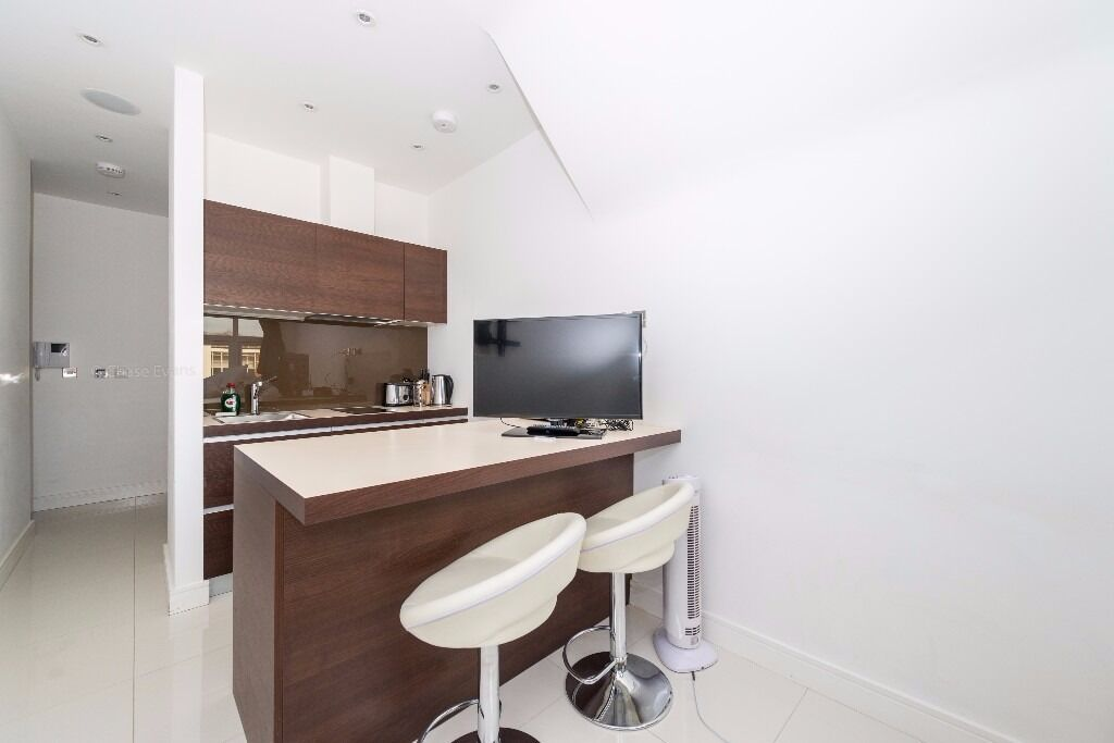 -A superb furnished studio apartment 4th floor in Albany House next to Russell Square