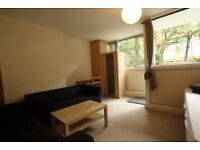 Massive double room with private access to a big garden-Calendonian Road/Camden