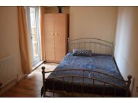 Double room in Tooting Broadway. Available now.