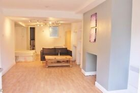 Fab 1 bed Studio- Stanningley Road LS12 - £425 Per month! Available Now!