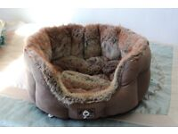 "Pet Bed BY Yap comes in VGC (Size Approx.: 19"" x 18"")"