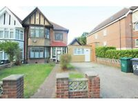 5 bedroom house in Station Road, Hendon, NW4