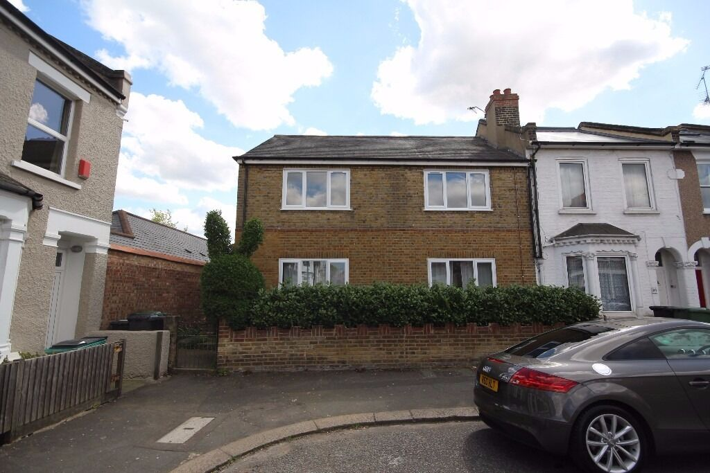 Modern newly refubished 2 bedroom flat to rent on Bovill Road, Forest Hill, SE23 1EL