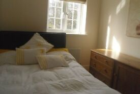 LARGE SINGLE ROOM TO RENT IN MODERN HOUSE £90 PER WEEK AVAILABLE FROM 22TH DECEMBER