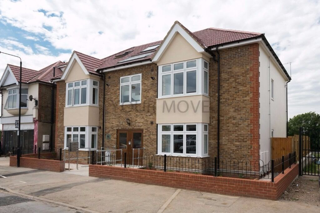 BE THE ENVY OF YOUR NEIGHBOURS.. Brand New Flat TO LET