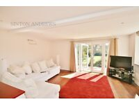 2 bedroom flat in Woodville Gardens, Ealing, W5