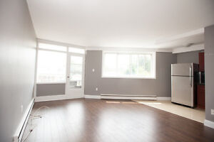 Bright 2 Bedroom Apartment – Available Sept 1, 2017