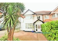 4 bedroom house in Holmfield Avenue, Hendon, NW4
