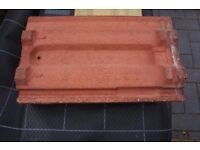 MARLEY RECLAIMED ROOF TILES APPROX 800 AND 30 RIDGE TILES IN VERY GOOD CONDITION