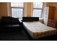 1 Large Room in bedsit - Elephant and Castle Zone 1
