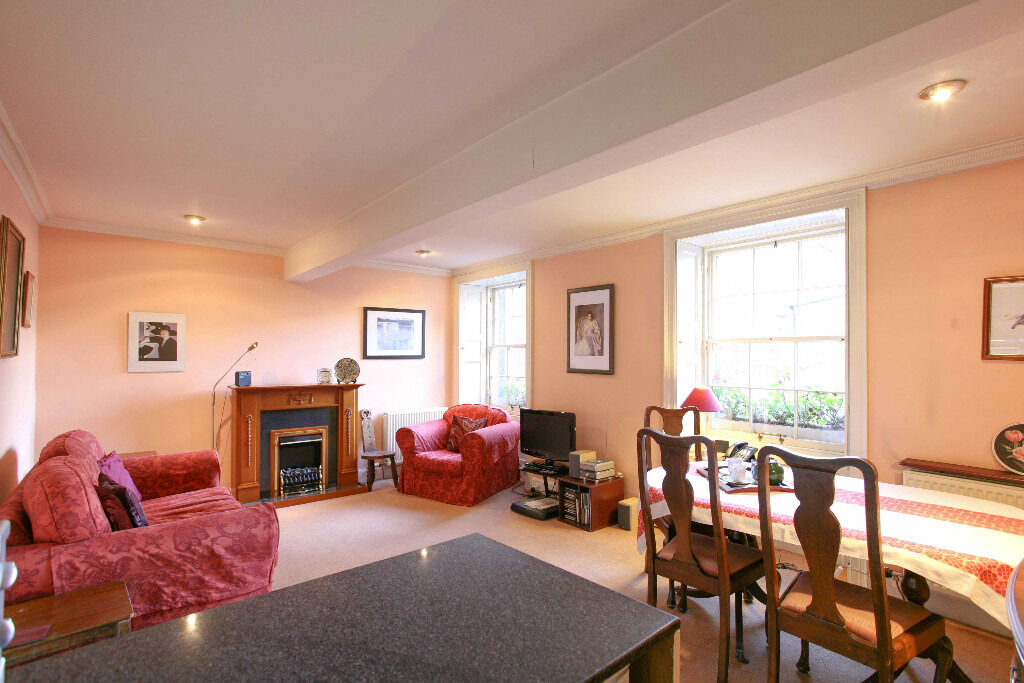 SHORT TERM LET: (Ref: 006) Thistle Street. Central 1 bed property located in the heart of New Town!