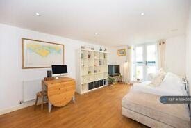 1 bedroom flat in Garratt Lane, London, SW18 (1 bed) (#1094583)
