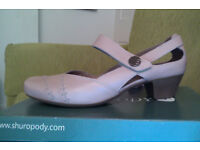 Nude / pink shoes size 8 / 42. Brand new, never worn.