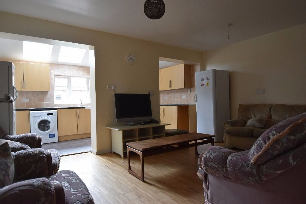 Super Size 9 Double Bedroom Student House, Selly Oak, Birmingham