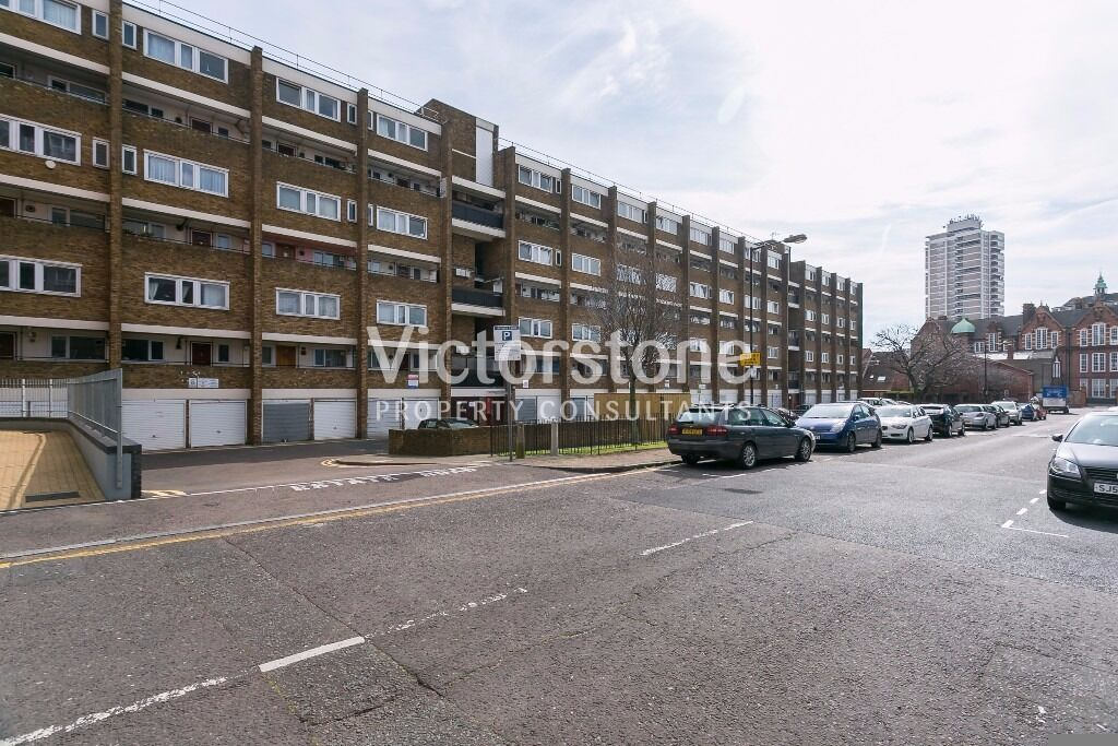 MUST SEE SPLIT LEVEL 3 BEDROOM MAISONETTE IN CROSSHARBOUR NEWLY REFURBISHED CANARY WHARF CALL NOW