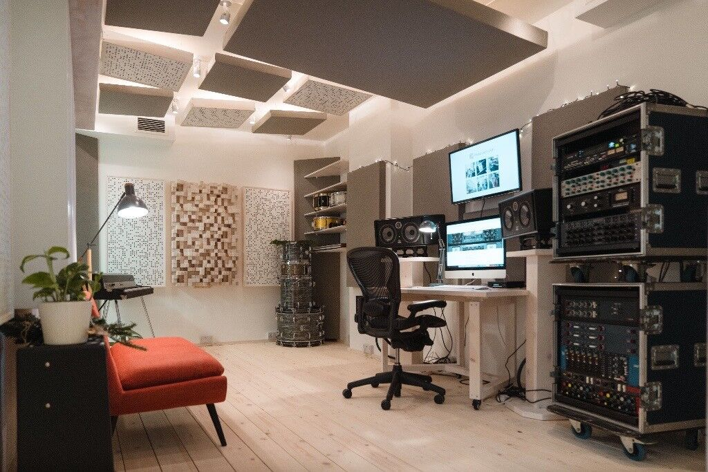Recording studio / music production room / mixing room ...