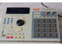 AKAI MPC 2000xl Sampler 32mb RAM, Drum Machine , Sequencer , Studio with extras