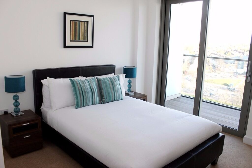 @ Sienna Alto - Stunning Two bedroom 9th floor apartment - Great Views - Seconds From Station!!